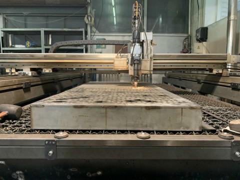 Исправление деталей из нержавеющей стали после гидроабразивной резки в специализированной компании LaserCWM