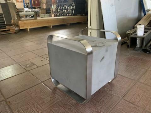 Изготовление емкости для жидкости декоративного типа из нержавеющей стали под заказ