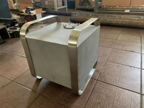 Изготовление емкости для жидкости декоративного типа из нержавеющей стали под заказ в киевской компании LaserCWM