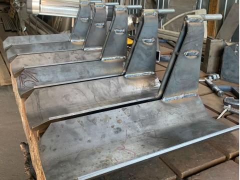 Изготовление специализированных кронштейнов из стали марки СТ3 в Киеве под заказ