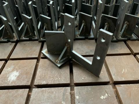 Изготовление кронштейнов из стали марки Ст3 толщиной 8мм для крепления компрессора в системе кондиционирования на тракторе в компании LaserCWM