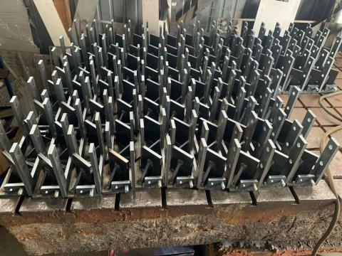 Партия кронштейнов из стали марки Ст3 толщиной 8мм для крепления компрессора в системе кондиционирования на тракторе изготовленных в компании LaserCWM