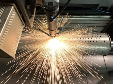 Изготовление перфорированных деталей из нержавеющих труб диаметром 130 мм