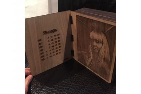 Лазерная гравировка на подарочном альбоме из фанеры