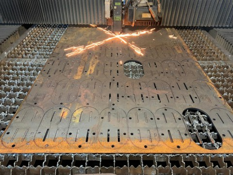 Процесс лазерной резки 8мм стали марки Ст3 на детали