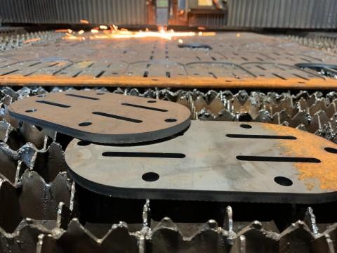 Изготовленные детали из 8мм стали марки Ст3 с помощью лазерной резки