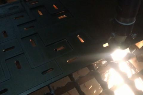 Лазерная резка деталей из 6 мм черной стали для автомобиля Дозор-10-02-2017-02
