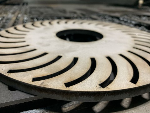Лазерная резка нержавеющей стали толщиной 10 мм для изготовления фланцев