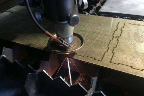 Лазерная резка латуни для изготовления ресторанных аксесуаров на собственном оборудовании Компании LaserCWM
