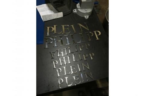 Лазерная резка нержавеющей стали покрытой нитридом титана для изготовления букв 03.03.2017-02