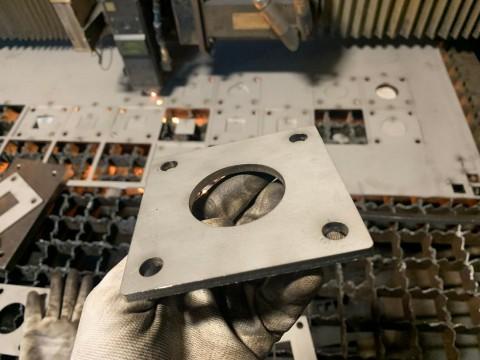 Лазерная резка нержавеющей стали толщиной 5мм в среде азота