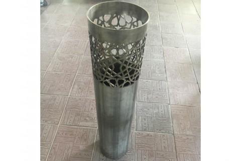 Резка нержавеющих труб для изготовления корпуса блокировочного столба