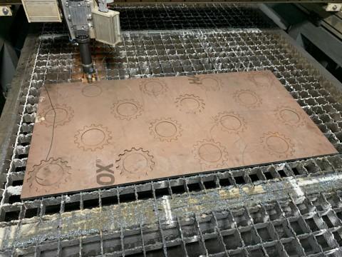 Лазерная резка стали марки СТ3 толщиной 10мм для изготовления шестерни в специализированной киевской компании LaserCWM