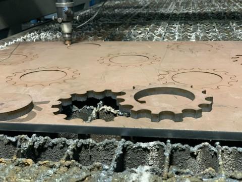 Резка стали марки СТ3 толщиной 10мм лазером для изготовления шестерни