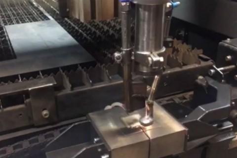 Сварка трубных заготовок из нержавеющей стали полотенцесушителей лазером