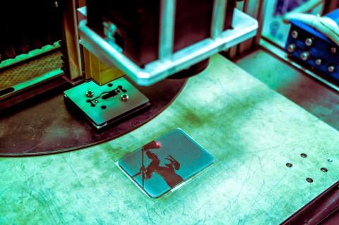 Нанесение изображений на металл при помощи лазера