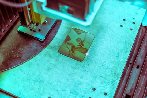 Лазерная маркировка, рисование по металлу