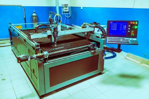 Мы разработали и изготовили новый универсальный сварочно - режущий лазерный комплекс