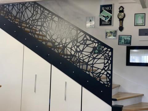 Дизайнерские перила для лестницы из стали под заказ в компании LserCWM