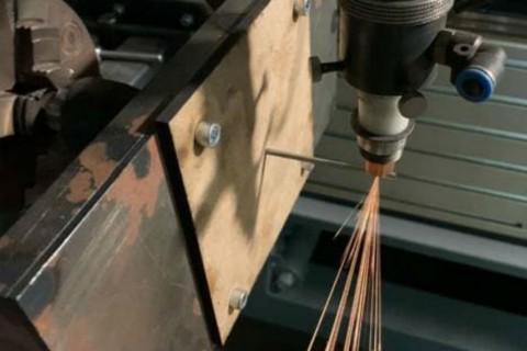 Прецизионная лазерная резка цилиндрических заготовок из нержавеющей стали диаметром 4мм