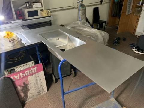 Изготовление поверхности рабочей кухни из нержавеющей стали в Киеве под заказ