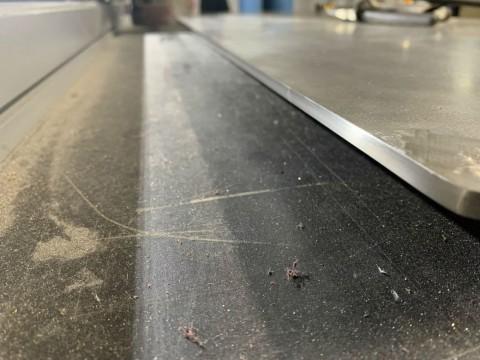 Рабочая поверхность кухни из нержавеющей стали