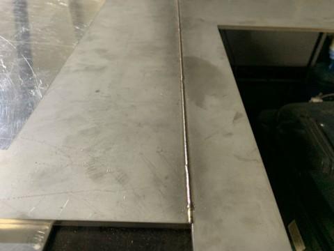 Сварной шов на варочной поверхности