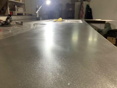 Фото рабочей поверхности кухни из нержавеющей стали